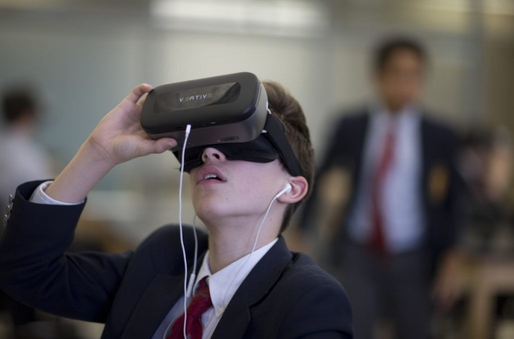 Sangari Education Partners with Veative to Bring Complete Virtual Reality Solutions to SA Schools 1